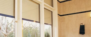 Thermal protection with roller shutters